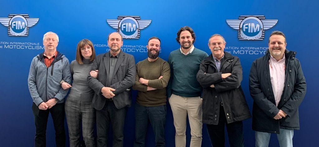 """Médicos que obtuvieron la """"superlicencia"""" de la Federación Internacional de Motociclismo."""